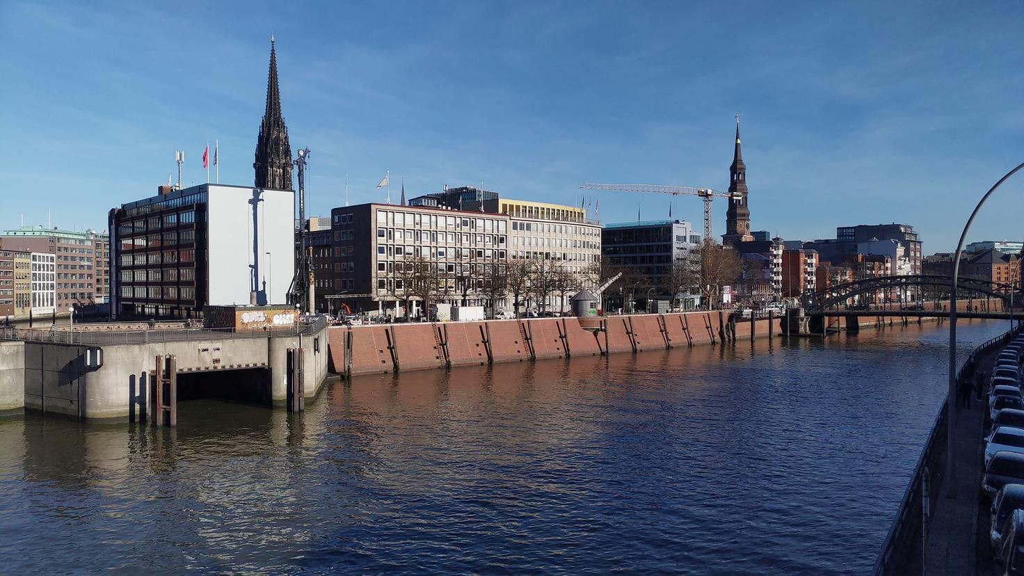 Eine Tageslichtaufnahme nahe der Hamburger Speicherstadt.