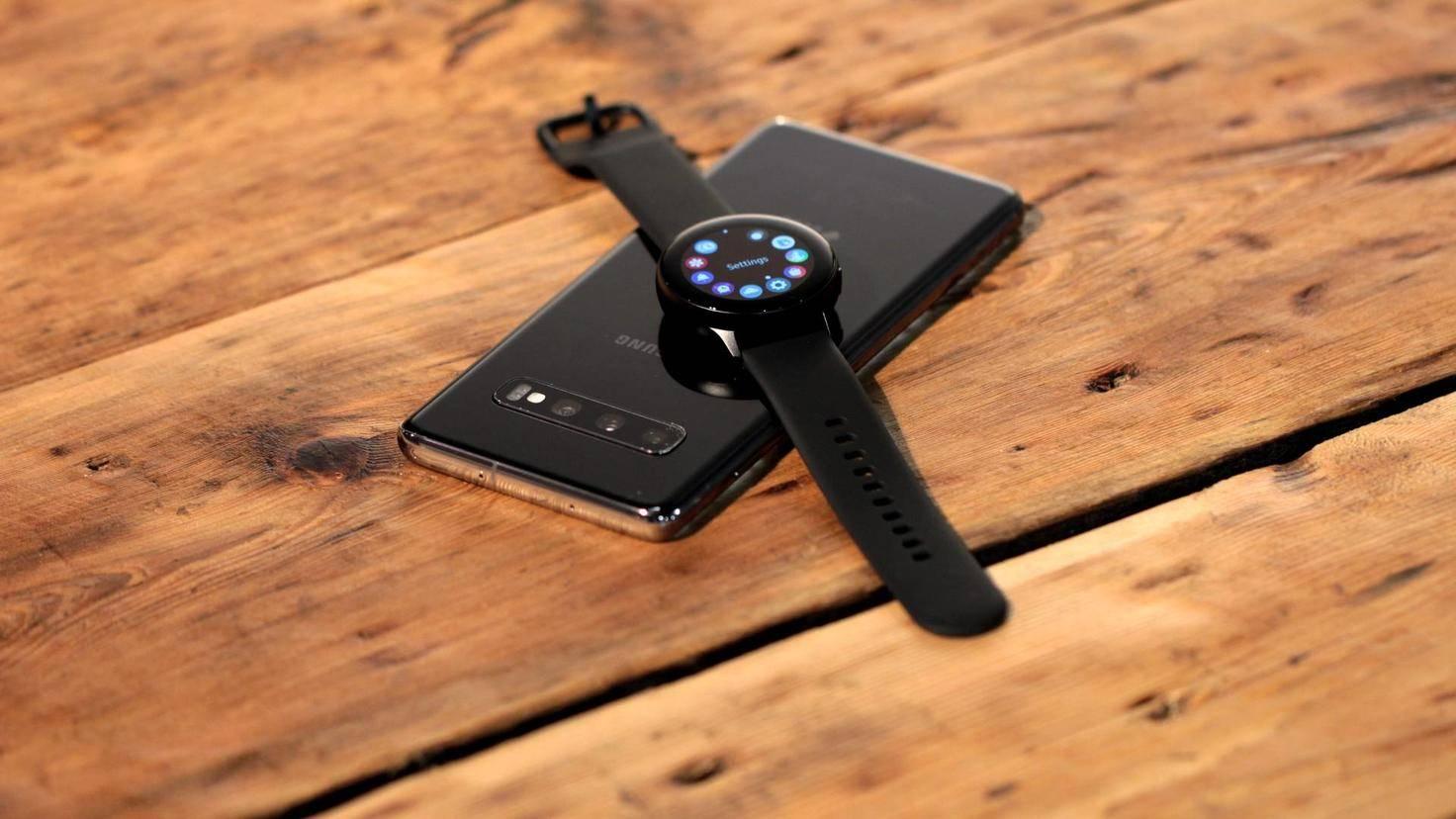 Das Galaxy S10 kann sogar andere Geräte kabellos laden.