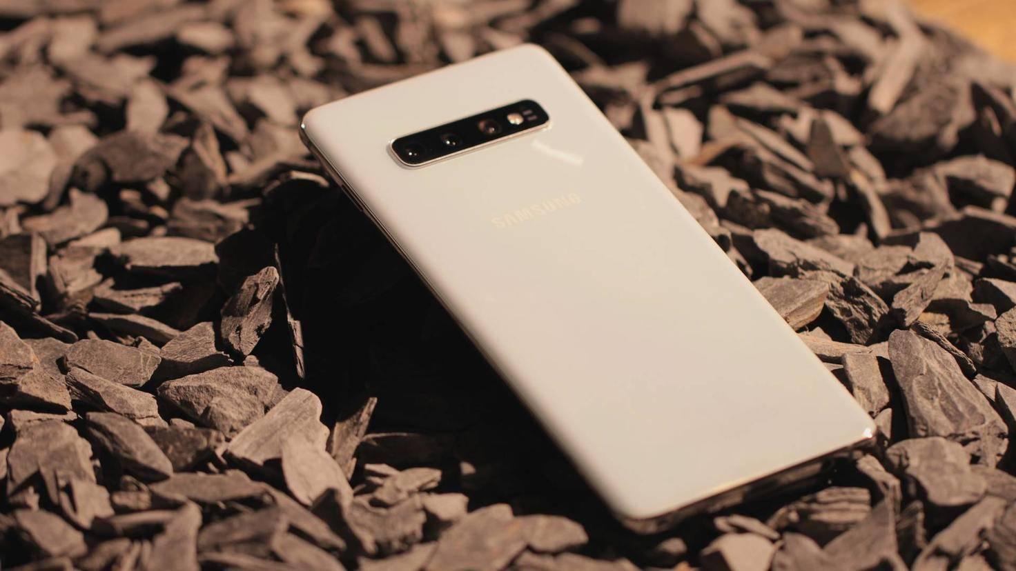 Samsung-Galaxy-S10-plus-02