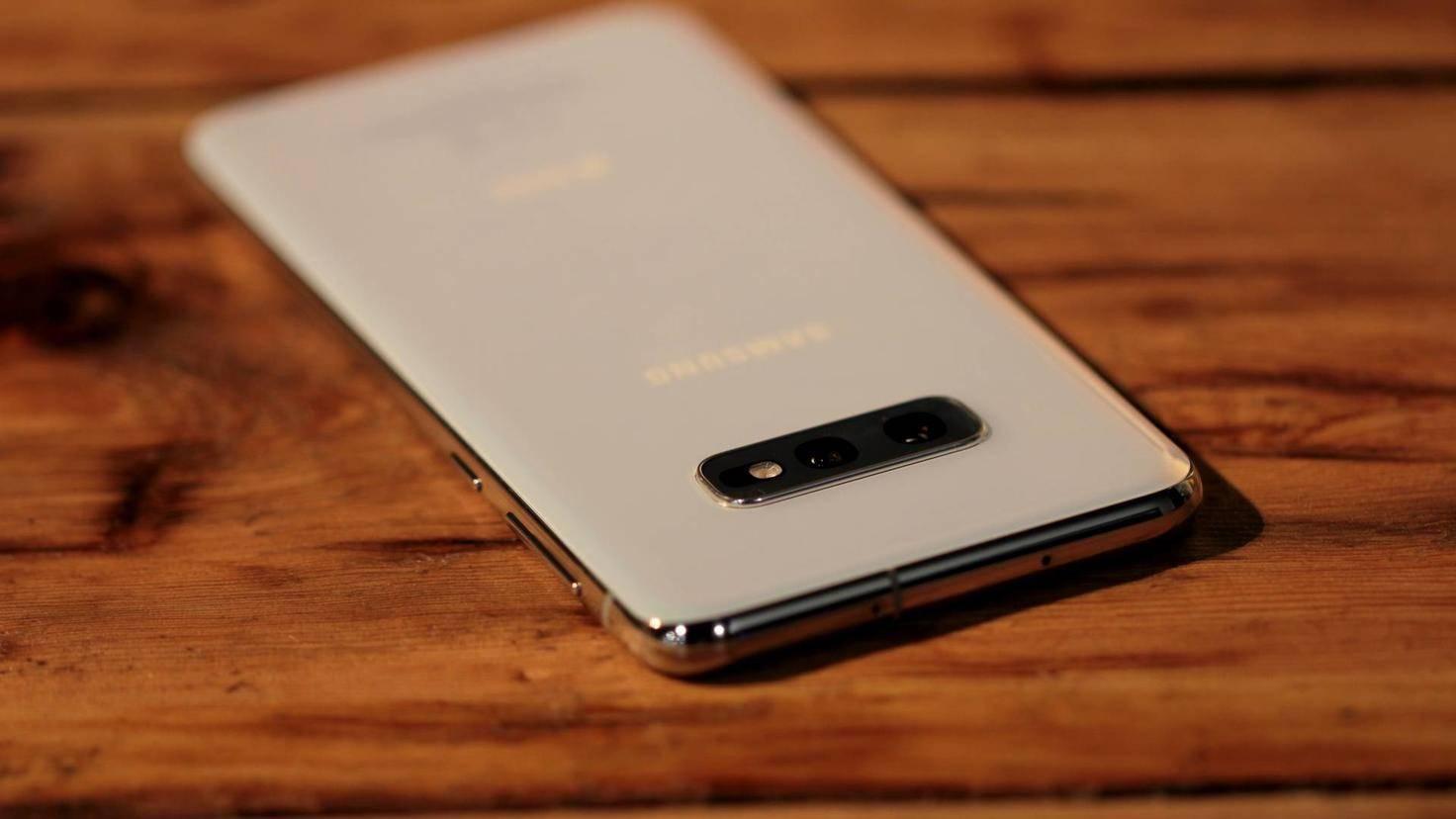 Samsung-Galaxy-S10e-04
