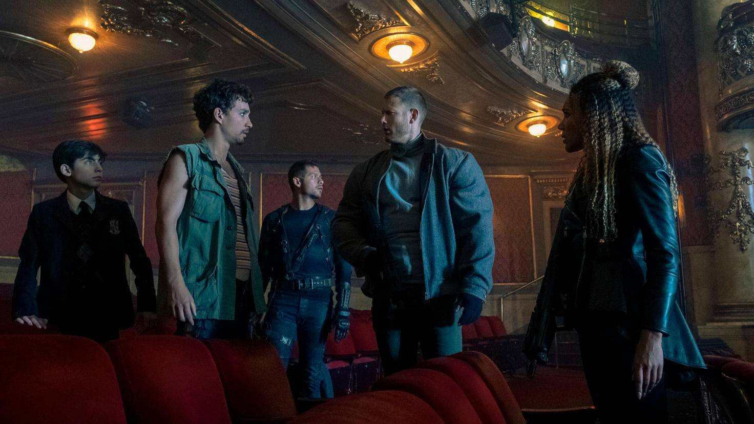 Aidan Gallagher Robert Sheehan David Castaneda Tom Hopper und Emmy Raver-Lampman in The Umbrella Academy
