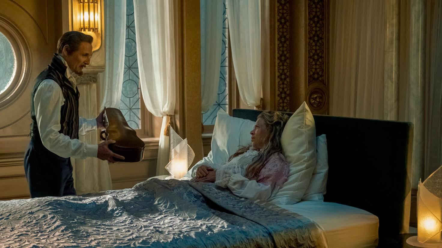 Colm Feore als The Monocle in The Umbrella Academy Christos Kalohoridis Netflix