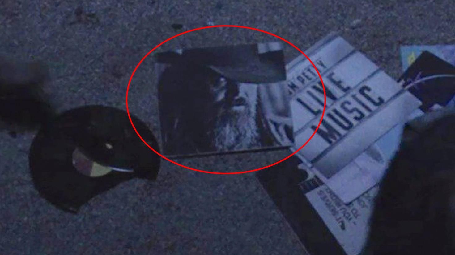 Fear the Walking Dead-S05E14-Beta Easter-Egg-The Walking Dead-Screenshot-AMC