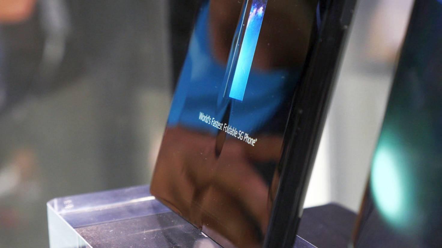 Huawei-Mate-X-Knitterfalte-PhoneArena