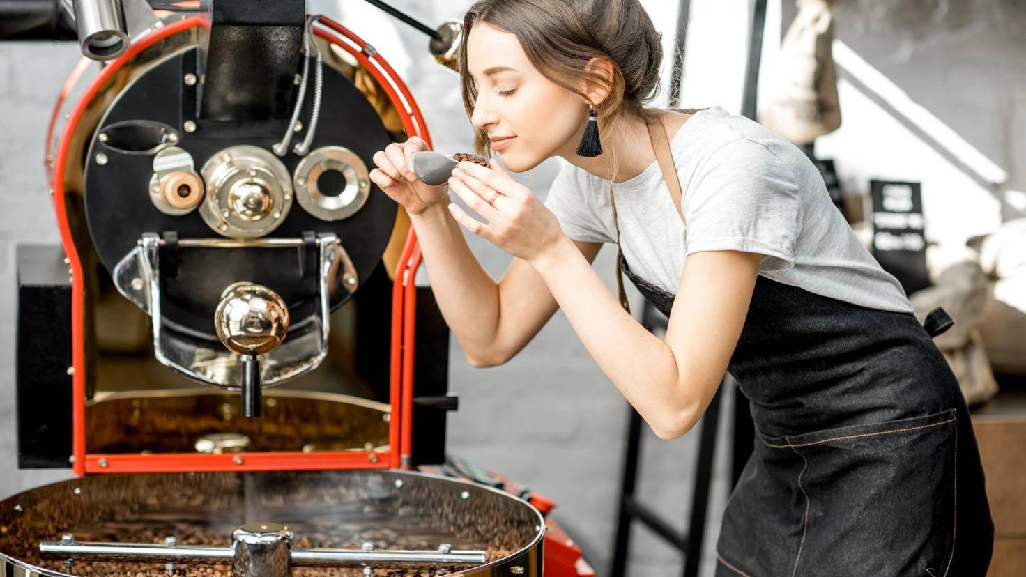 Kaffee-Bohnen-Rösterei-rh2010-AdobeStock_198707593