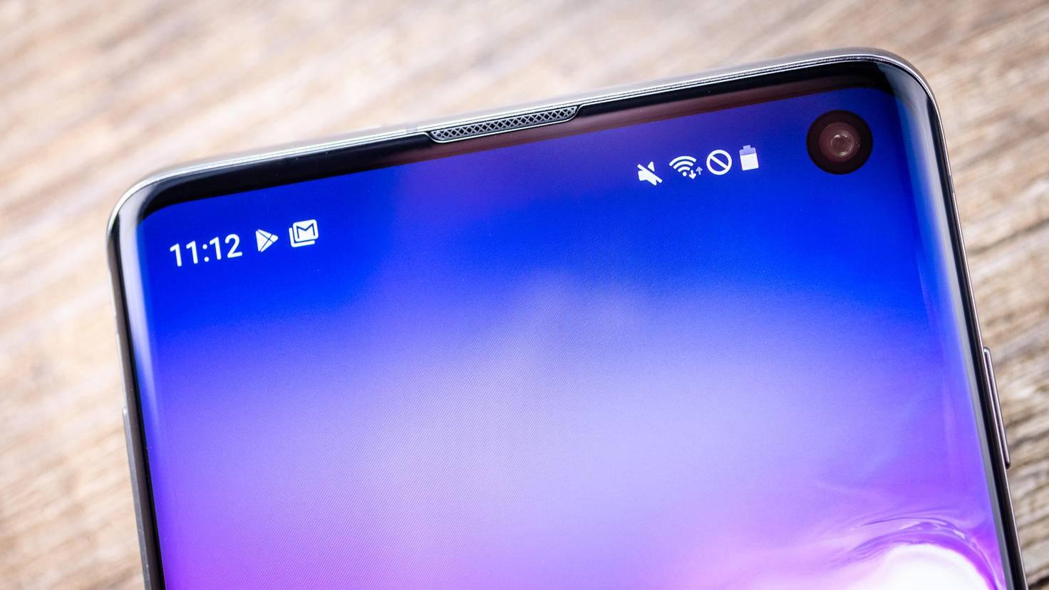 Samsung-Galaxy-S10-TURN-ON-1-Loch
