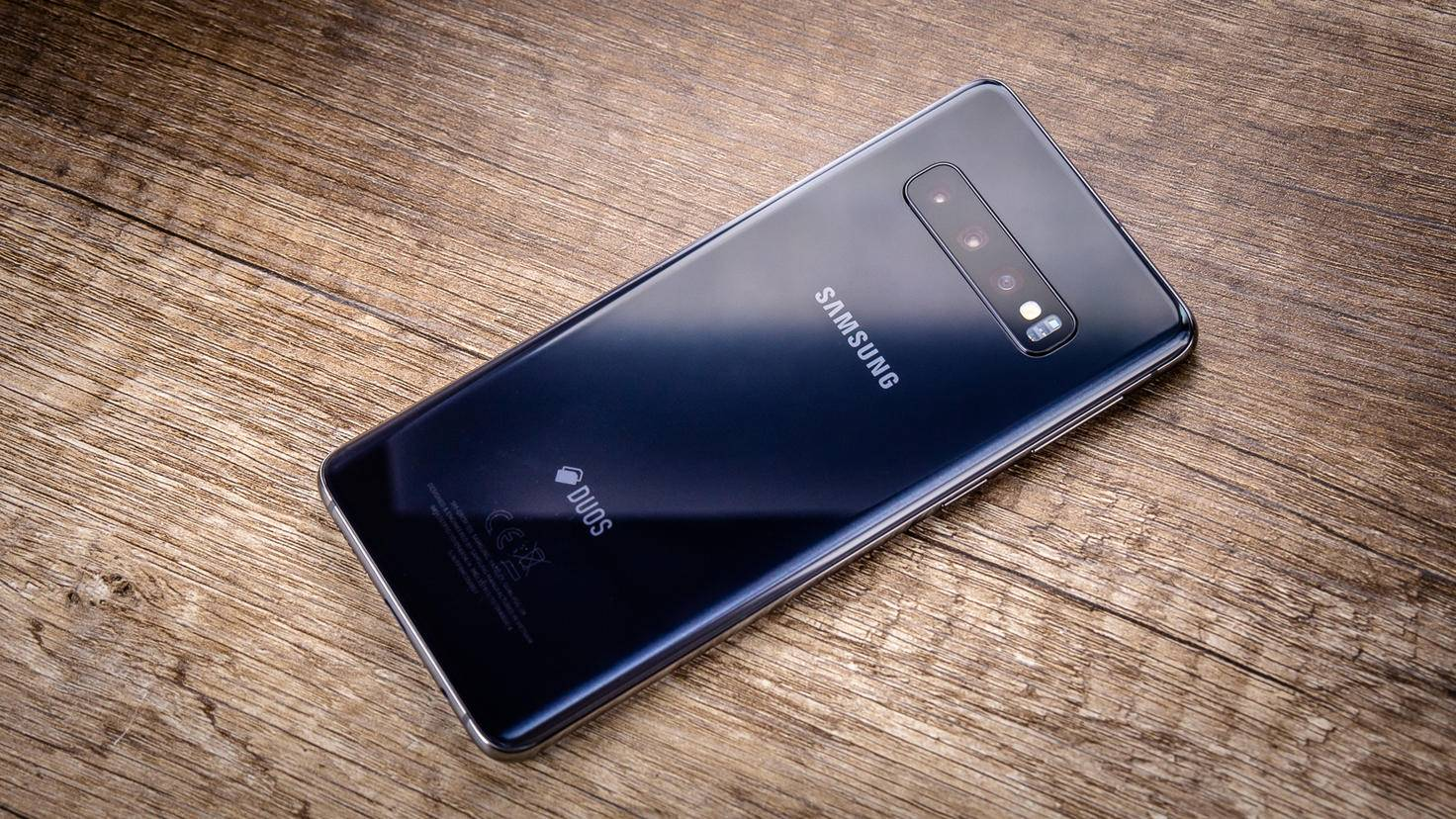 Samsung-Galaxy-S10-TURN-ON-Rückseite