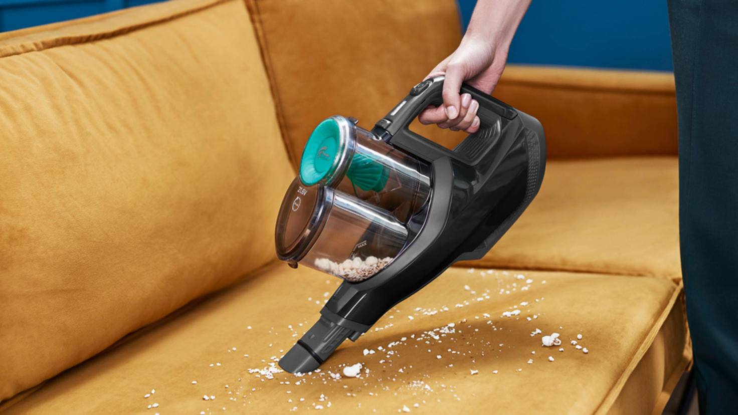 The SpeedPro comes with a handle to the hand vacuum.