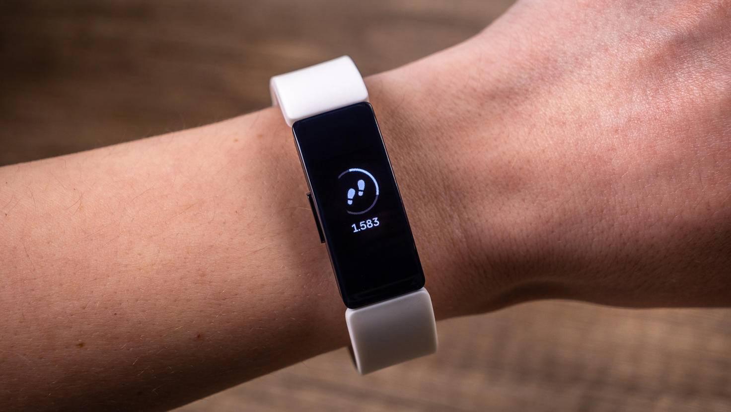 Der neue Fitbit-Tracker ist erfreulich schmal geraten.