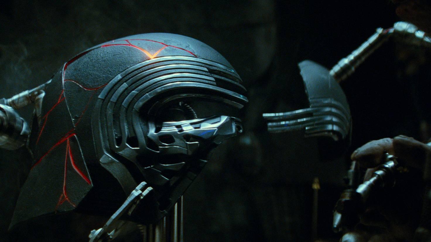 """Was bedeutet die Reparatur von Kylos Helm wohl für die Handlung von """"Episode IX""""?"""