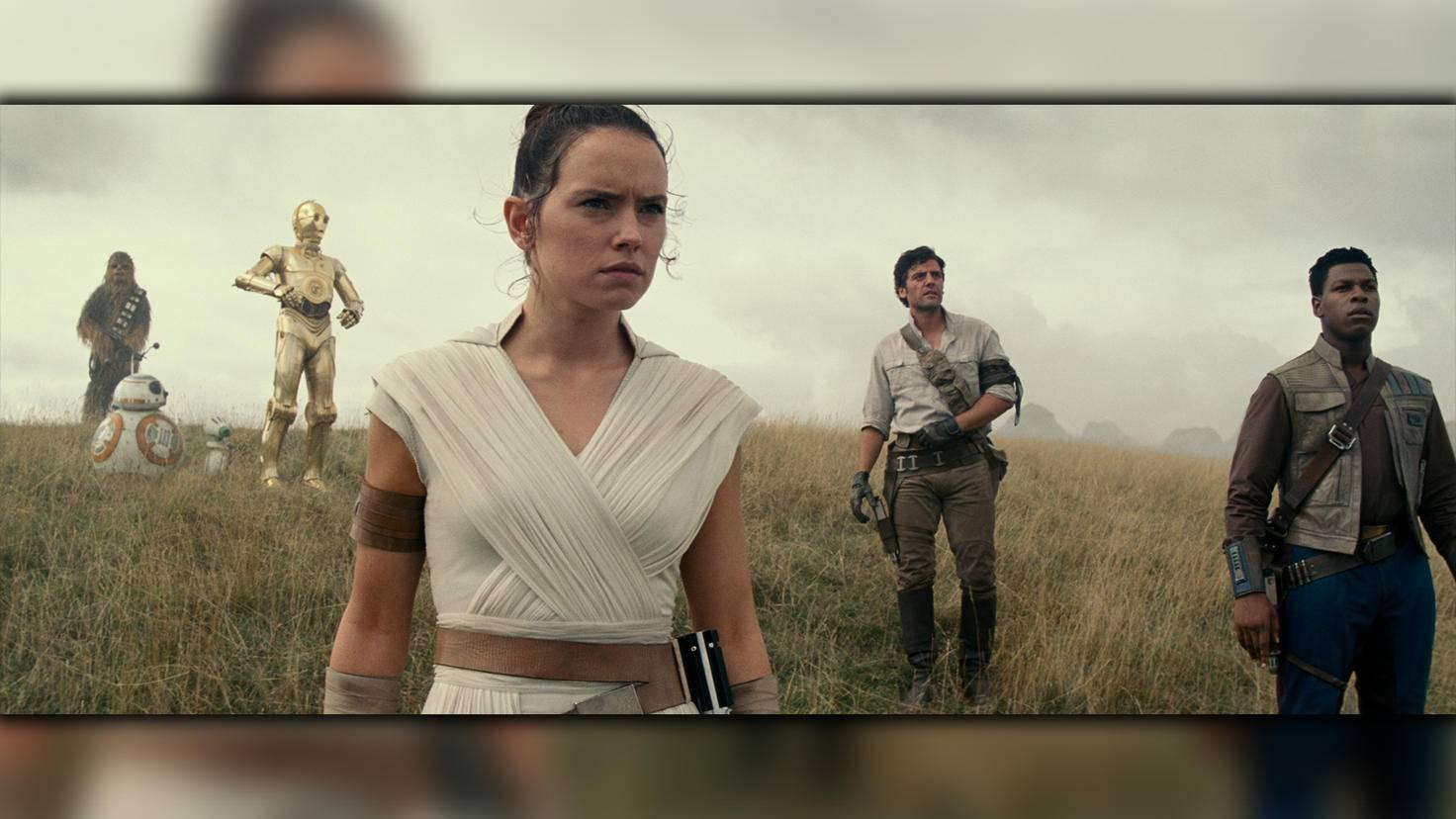Rey und ihre Freunde entdecken die Überreste des Todessterns.