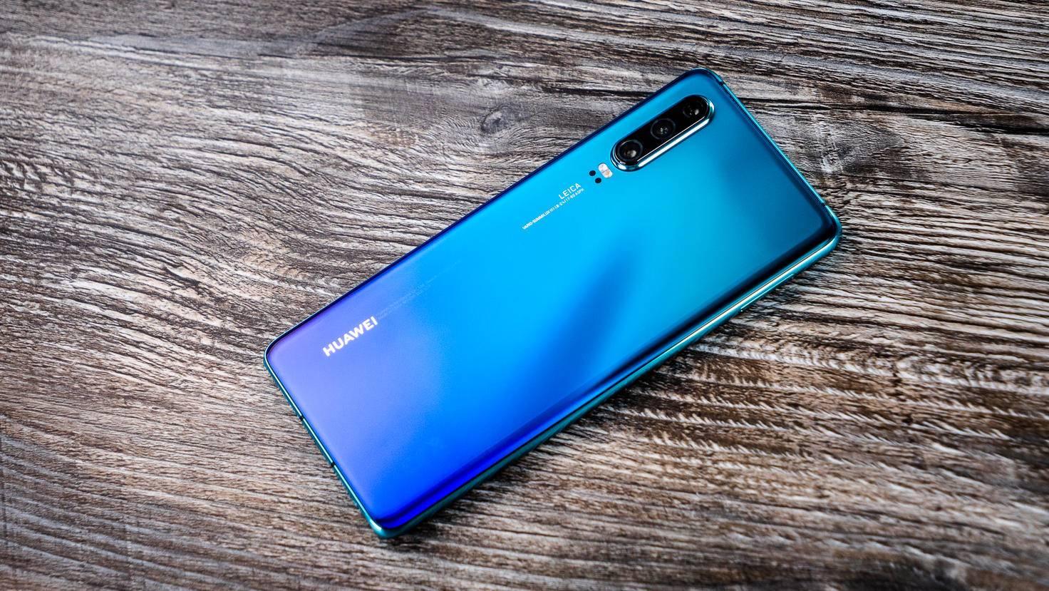 Einige Ausstattungslücken gibt es beim Huawei P30, zum Beispiel ist es nicht wasserdicht.