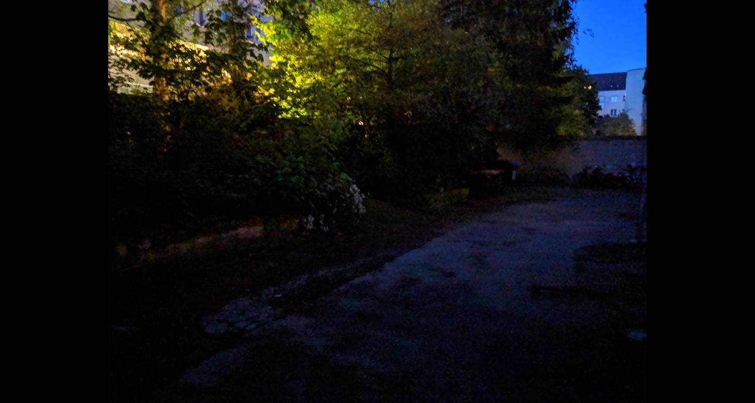 So sieht ein Foto mit dem Nachtsichtmodus bei fast absoluter Dunkelheit aus.