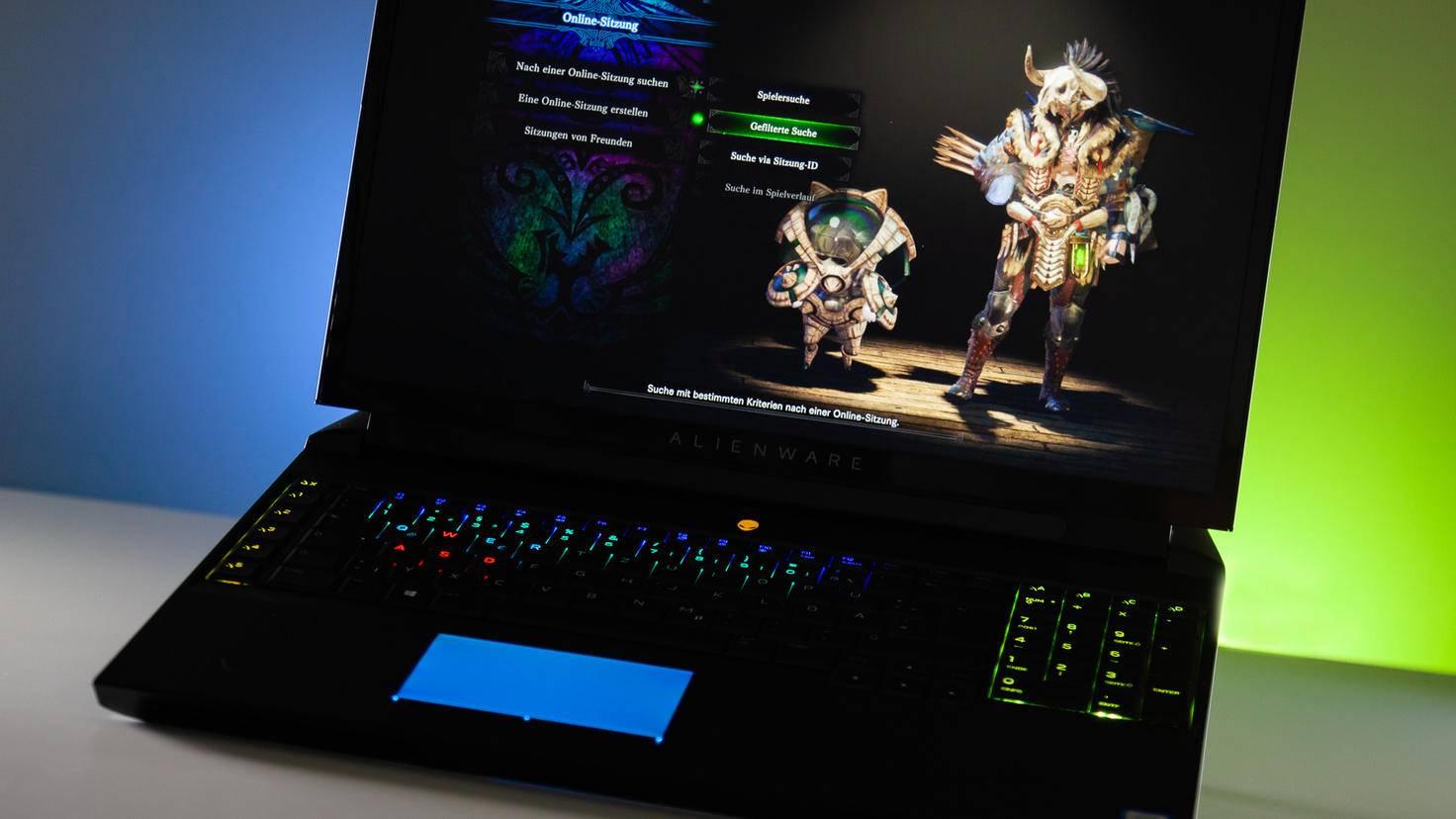 """Mit aktuellen Spielen wie """"Monster Hunter: World"""" hat der Alienware überhaupt keine Probleme."""