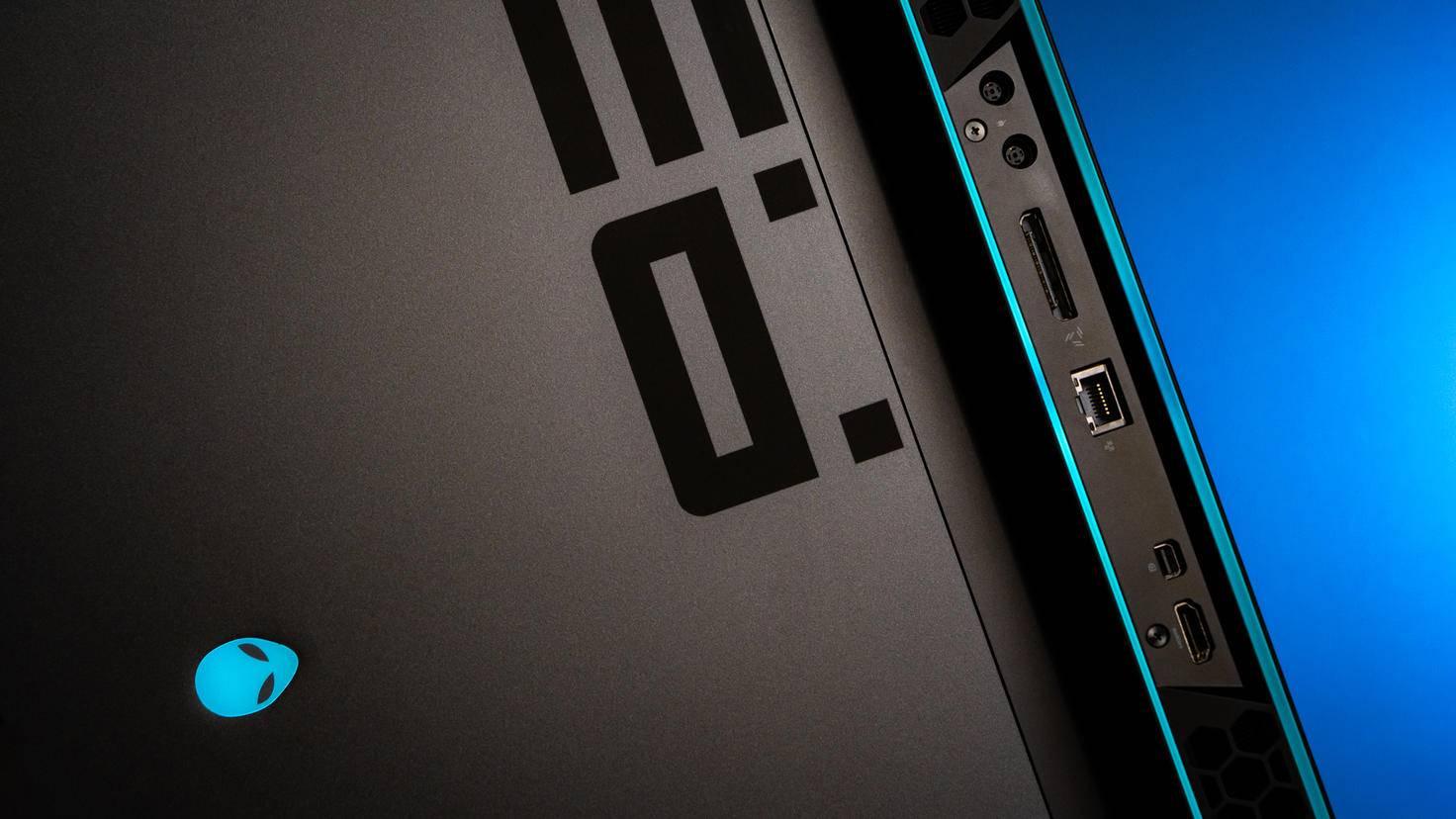 Rückseite: HDMI 2.0, Mini-DisplayPort 1.4, LAN-Anschluss, Grafikverstärker und Netzanschlüsse