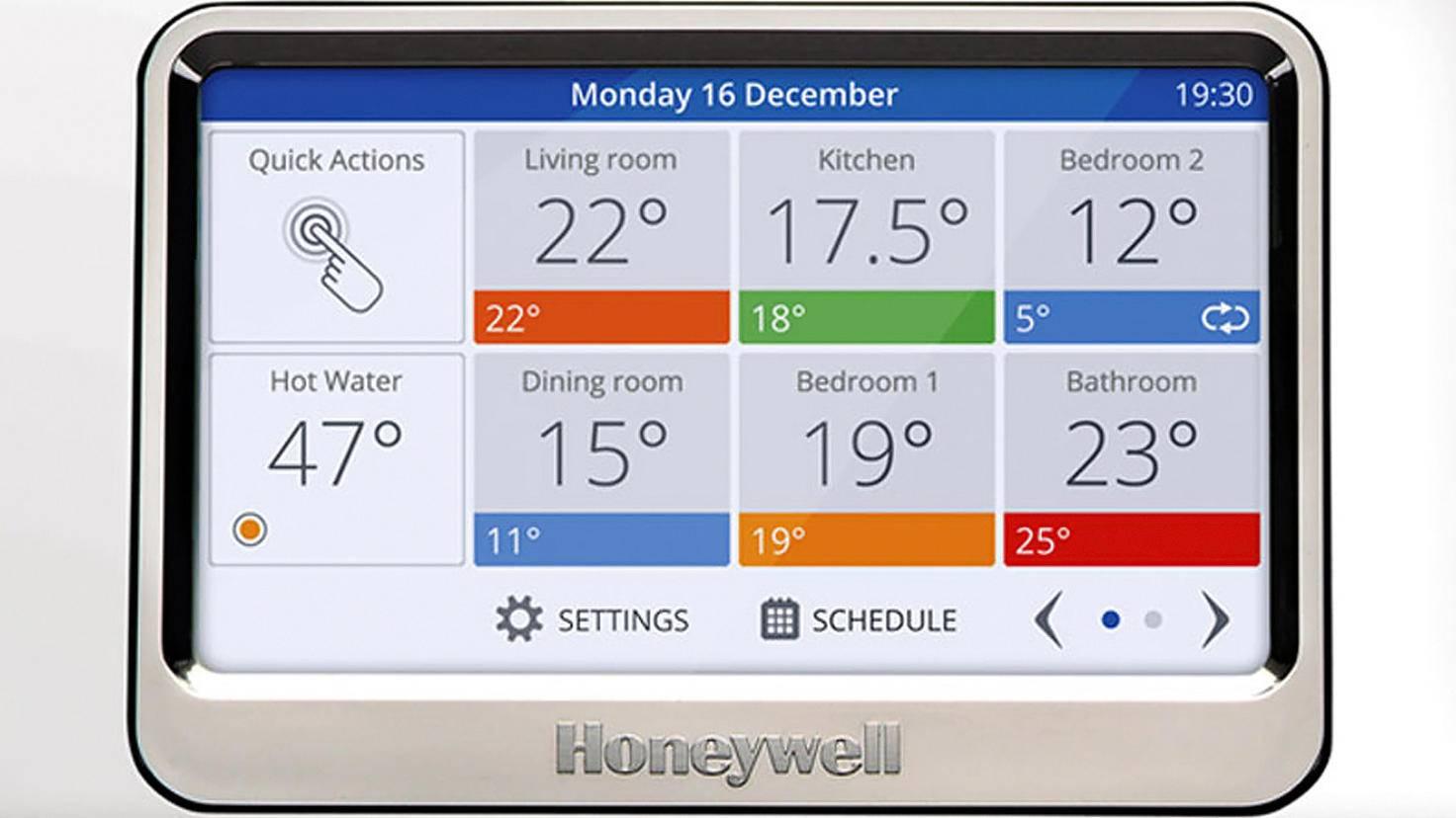 Honeywell Evohome wird nicht nur per app, sondren auch mit einem speziellen Bedienbildschirm gesteuert.