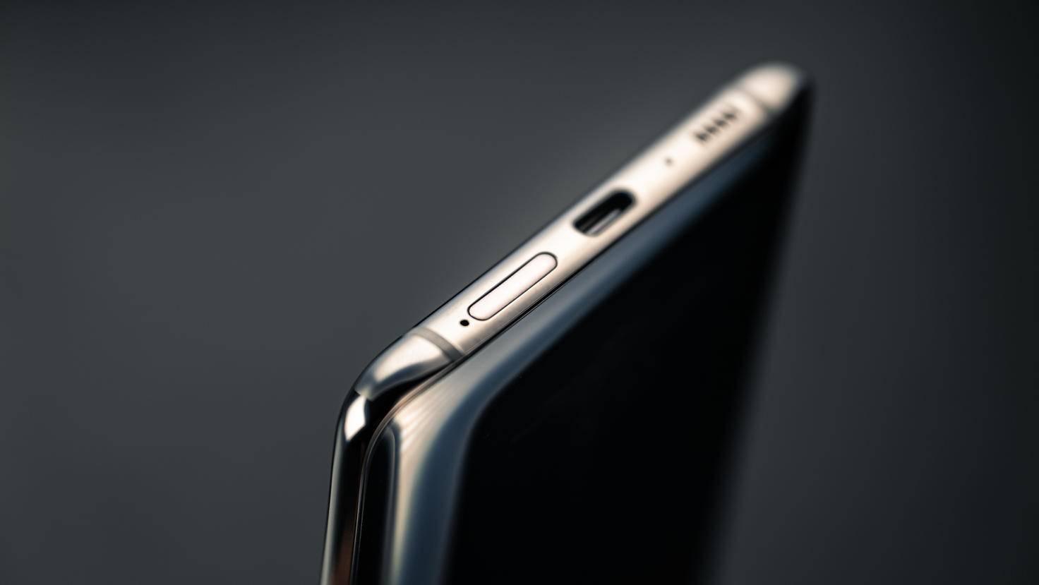Samsung-Galaxy-A80-Unterseite