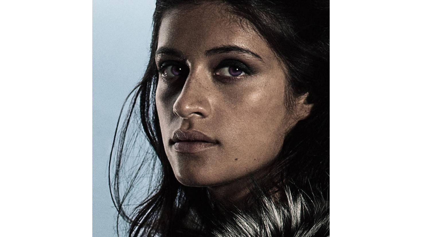 Anya Chalotra spielt Yennefer, die Geliebte von Geralt.