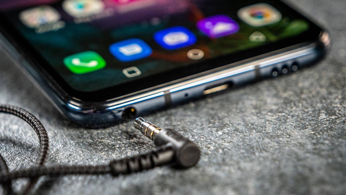 Im Gegensatz zu vielen modernen Flaggschiffen bietet das LG G8S ThinQ einen Kopfhöreranschluss.