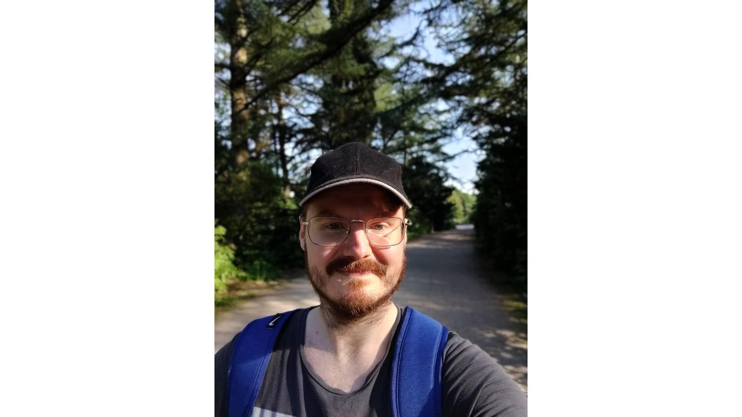 Hier ein Selfie mit Bokeh-Effekt.