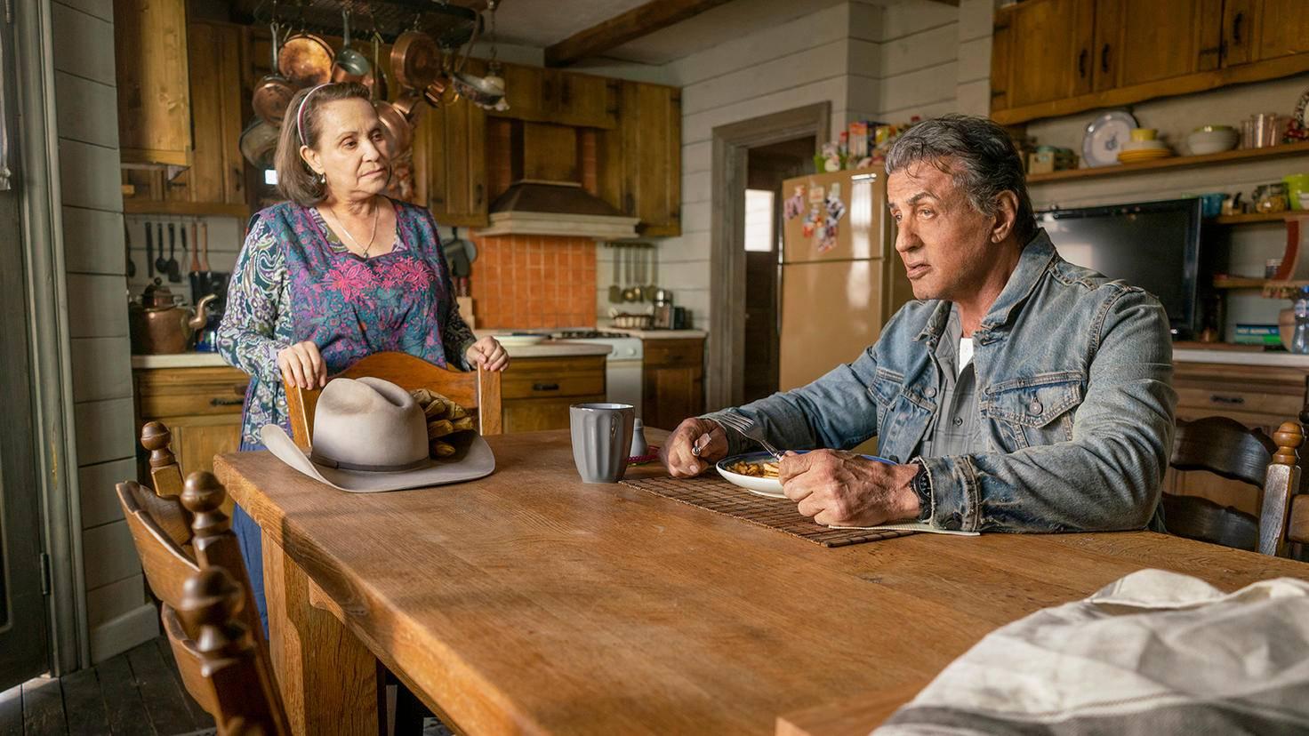 "Adriana Barraza als Maria Beltran und Sylvester Stallone als John Rambo in ""Rambo: Last Blood"""