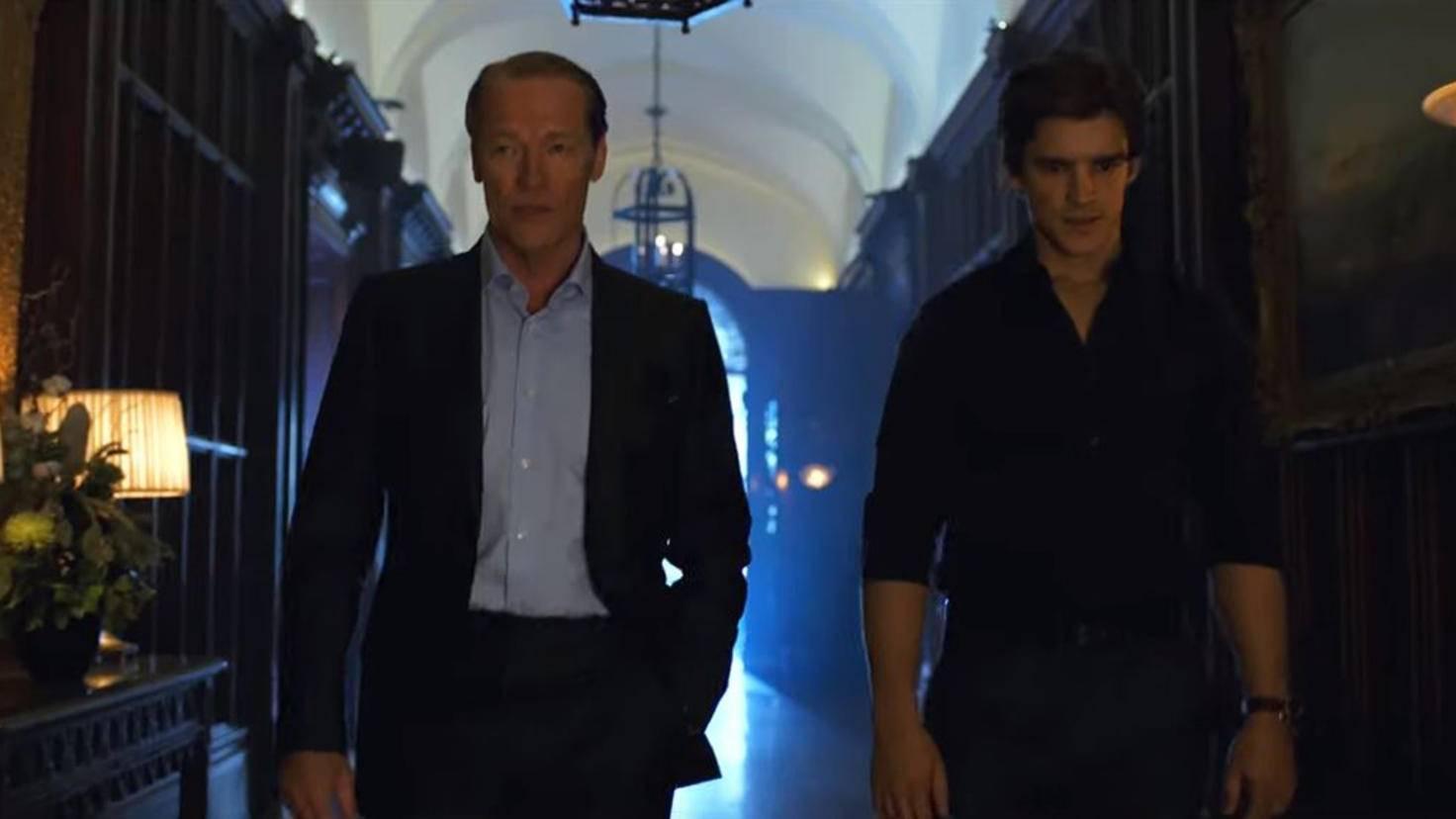 """Iain Glen als Bruce Wayne im Trailer zu Staffel 2 von """"Titans"""""""