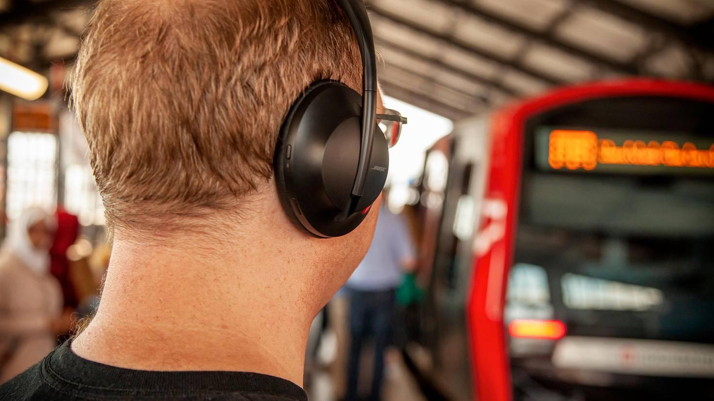 bose-headphones-700-4