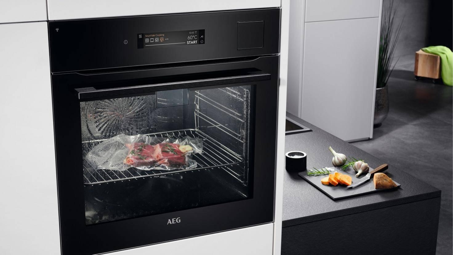 AEG CookView 9000 Ofen mit Fleisch