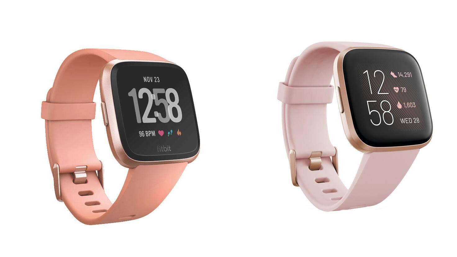 Fitbit Versa (links) und Fitbit Versa 2: Die optischen Unterschiede sind marginal.