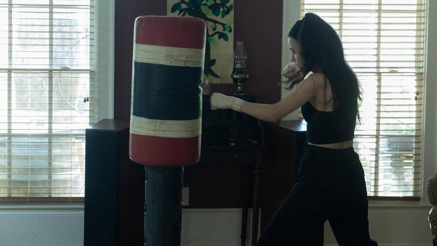 The Walking Dead-S10E01-Rosita-Jackson Lee Davis-AMC