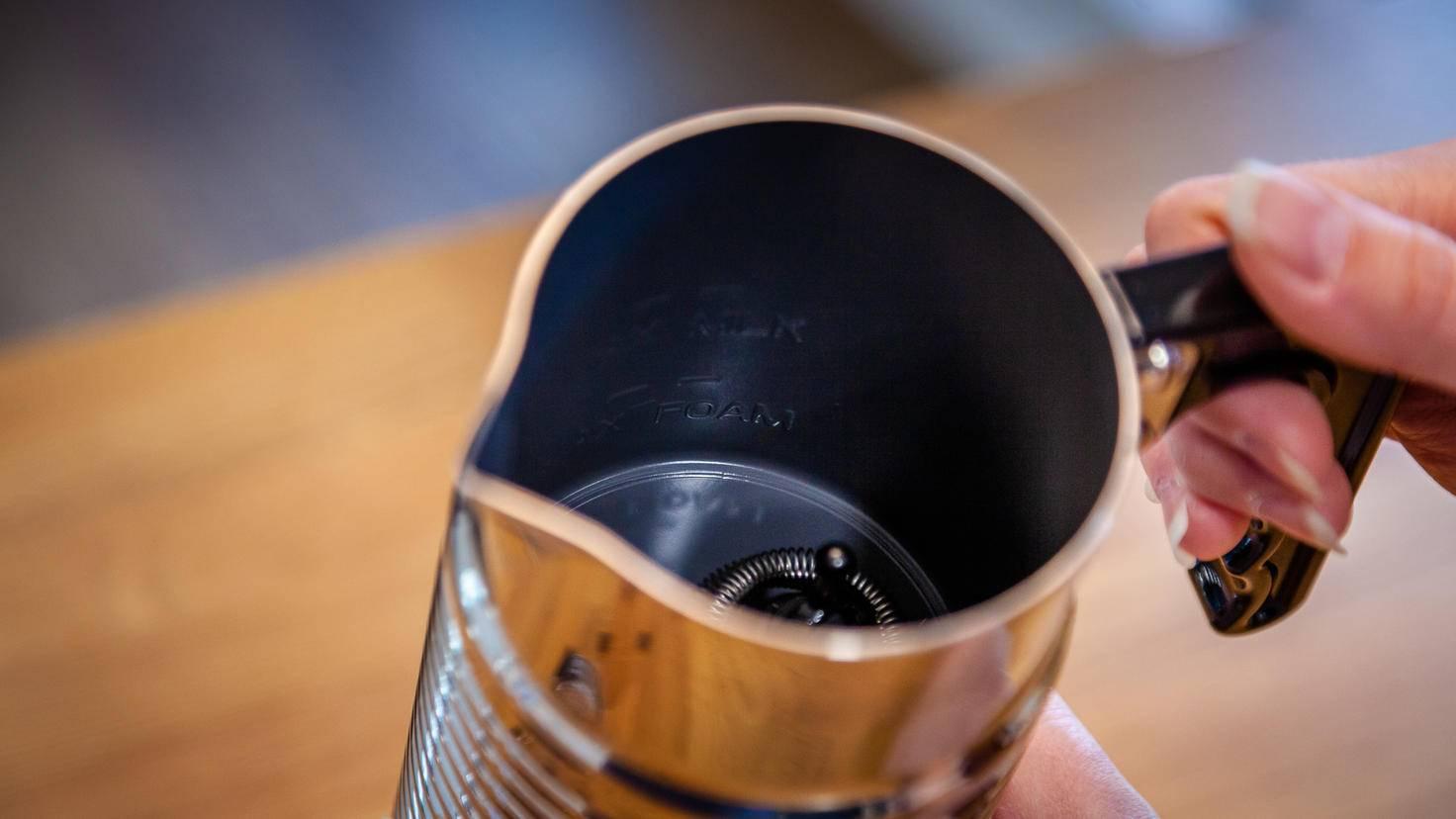 In Sachen Füllmenge bewältigt das Gerät ein bis zwei Tassen.