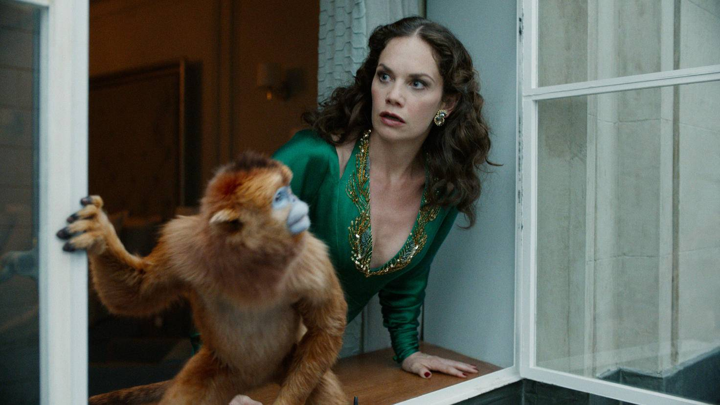 His Dark Materials Ruth Wilson als Marisa Coulter mit ihrem Dæmon