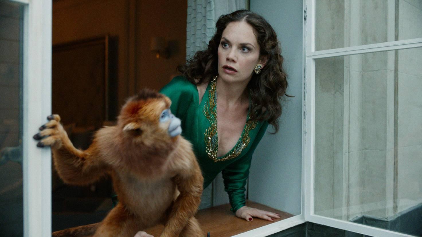 His Dark Materials Ruth Wilson als Marisa Coulter mit ihrem Dæmon