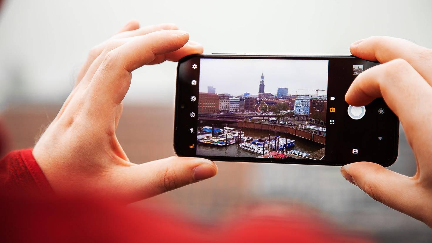 Motorola-Moto-G8-Plus-3