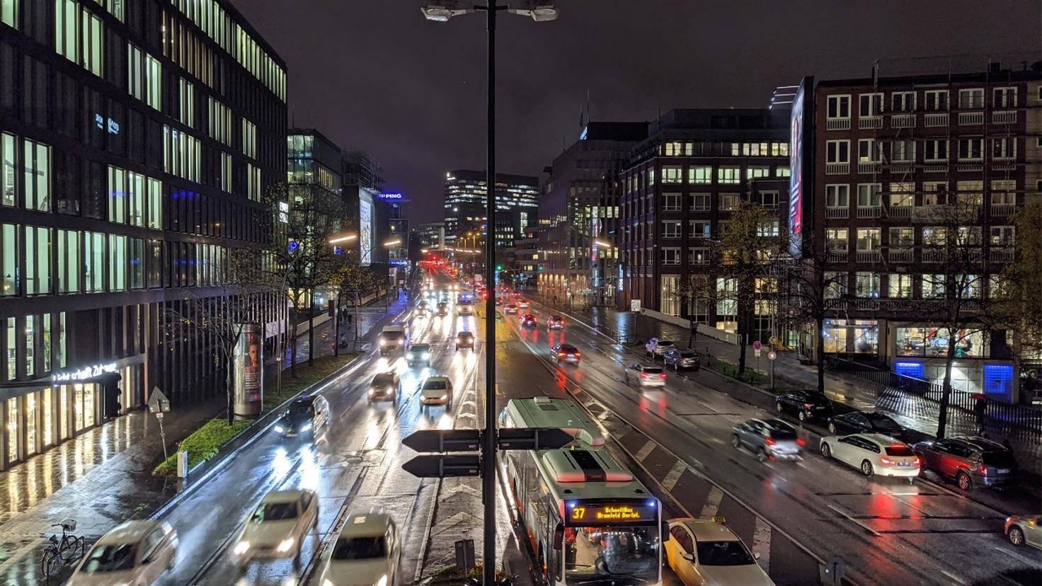 Pixel 4 Straße mit Nachtmodus