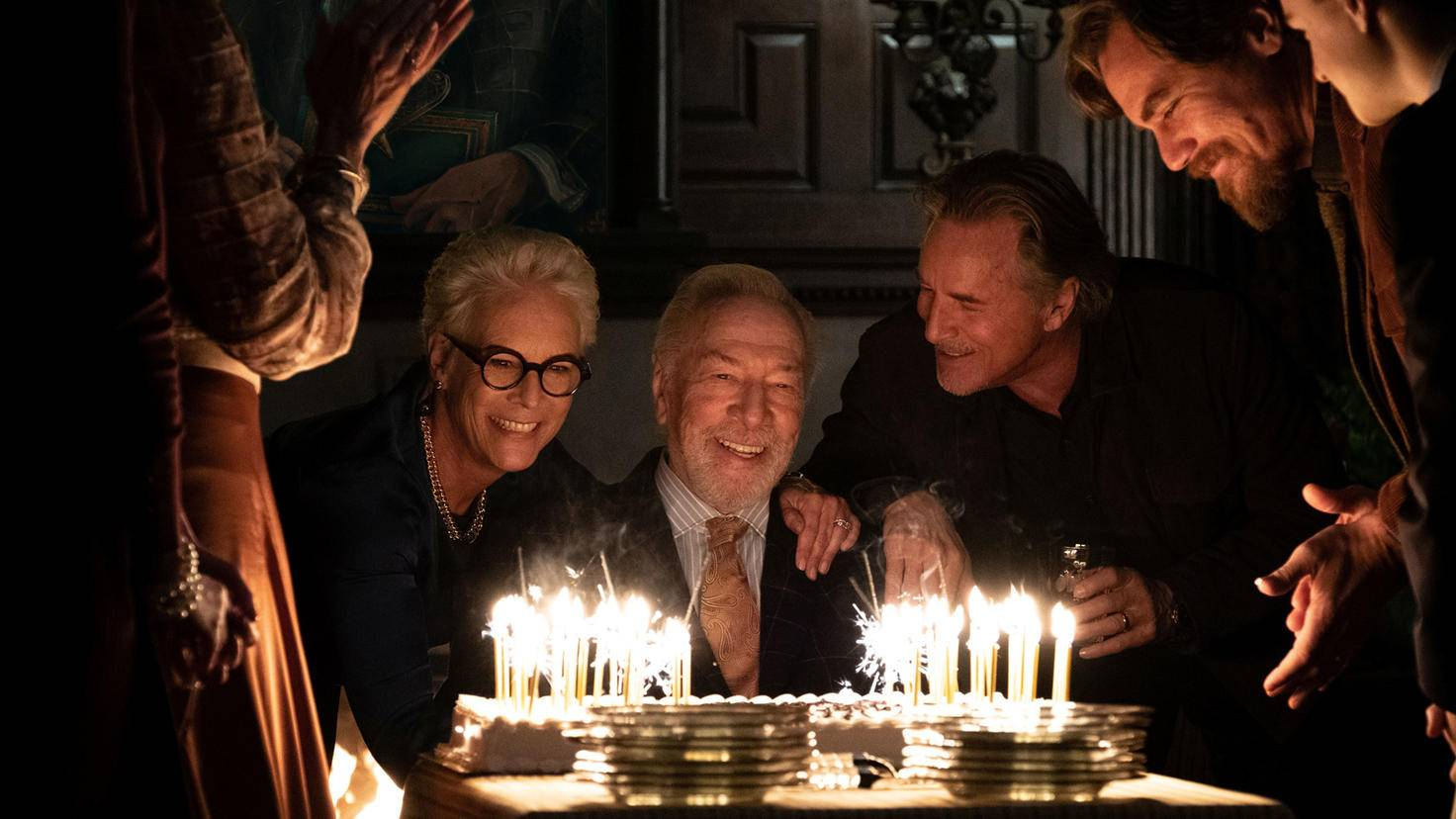 Christopher Plummer als Harlan Thrombey mit Familie in Knives Out
