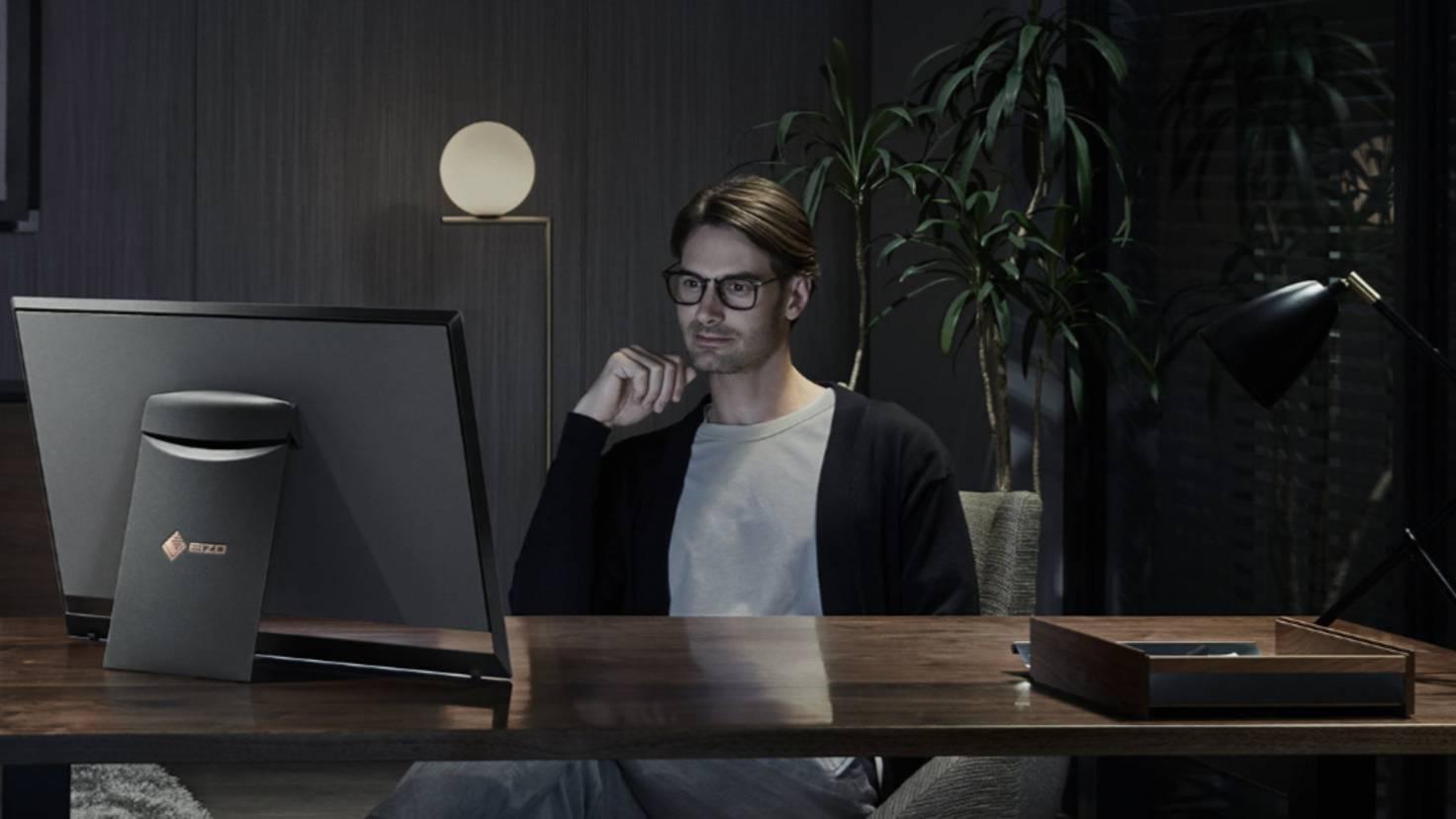 Eizo-Nova-Foris-OLED-Monitor