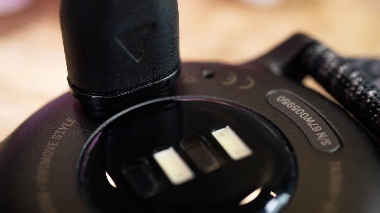 Garmin Vivomove Style Steckverbindung Aufladekabel Close-up