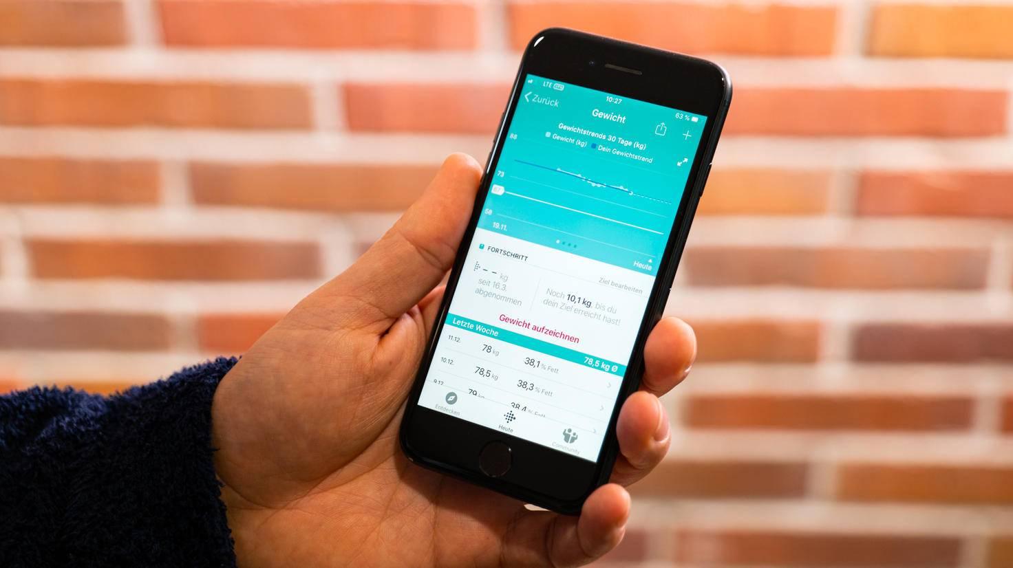 Die genauere Übersicht und Entwicklung über die Zeit gibt's anschließend in der Fitbit-App.
