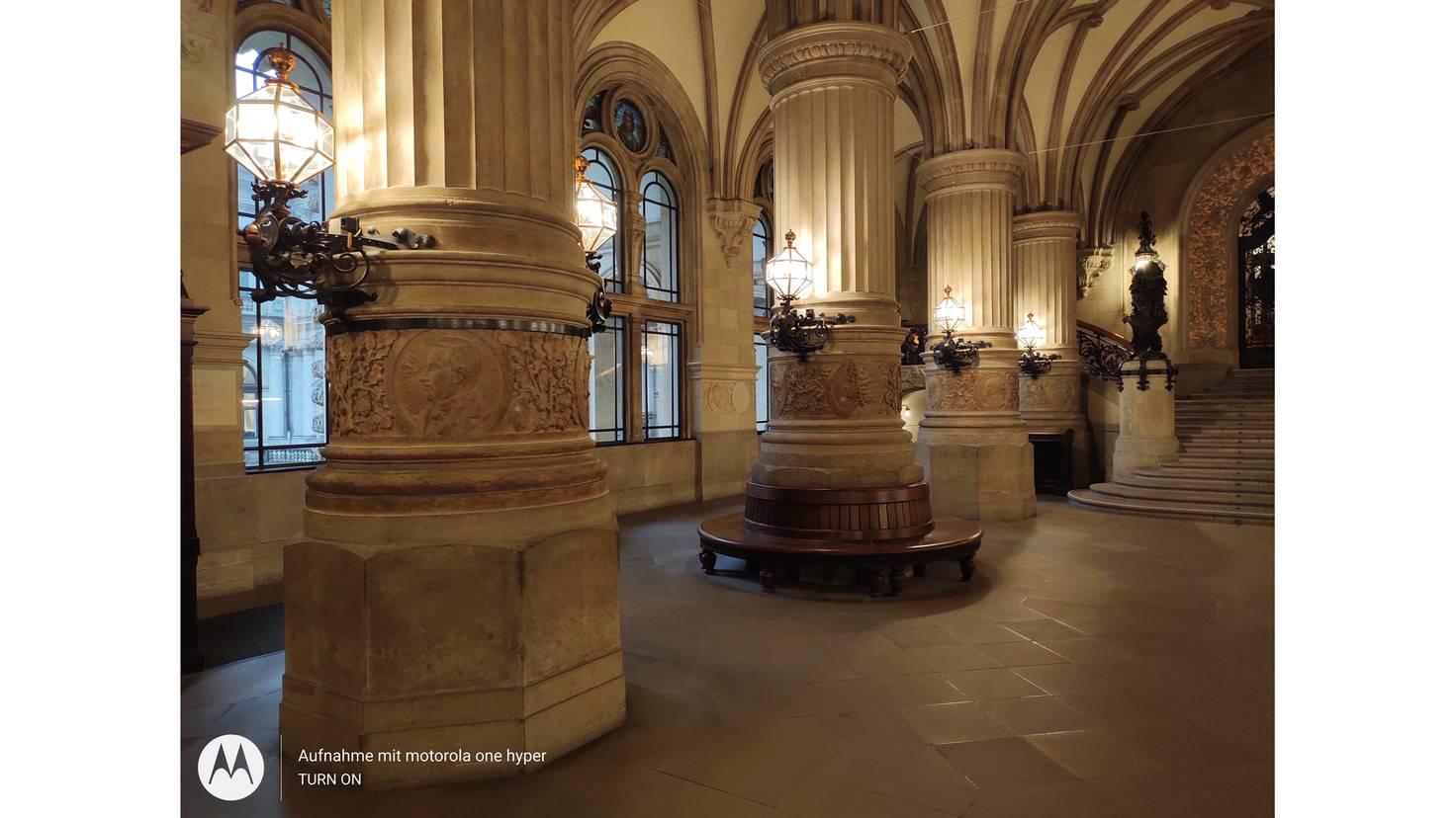 Die 64-Megapixel-Aufnahmen eignen sich für komplexe Motive wie hier das Hamburger Rathaus.