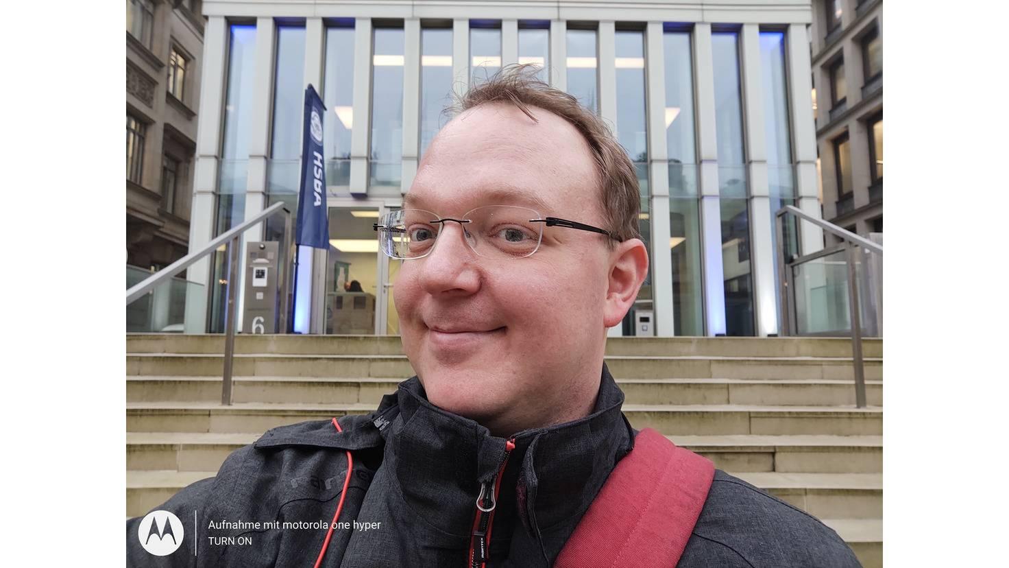 Die Selfie-Kamera macht scharfe, überzeugende Porträtaufnahmen.