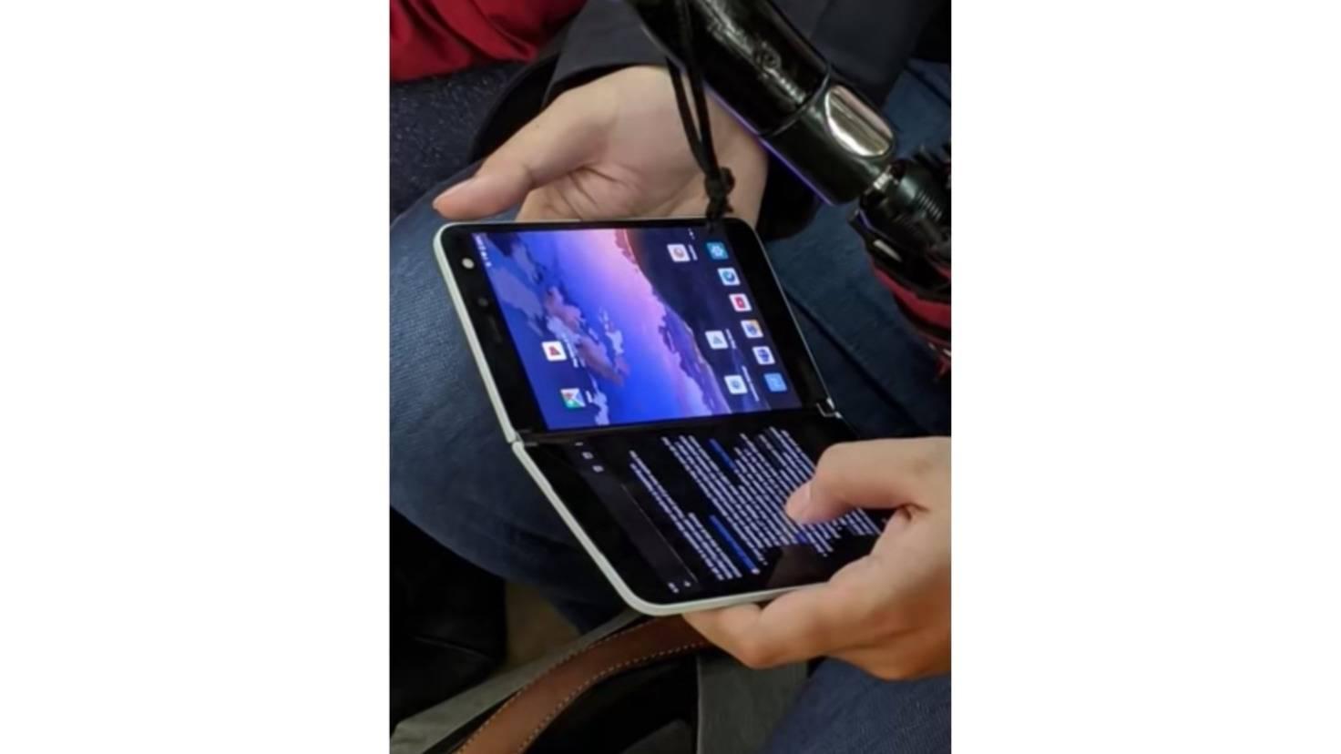 Surface Duo in Benutzung