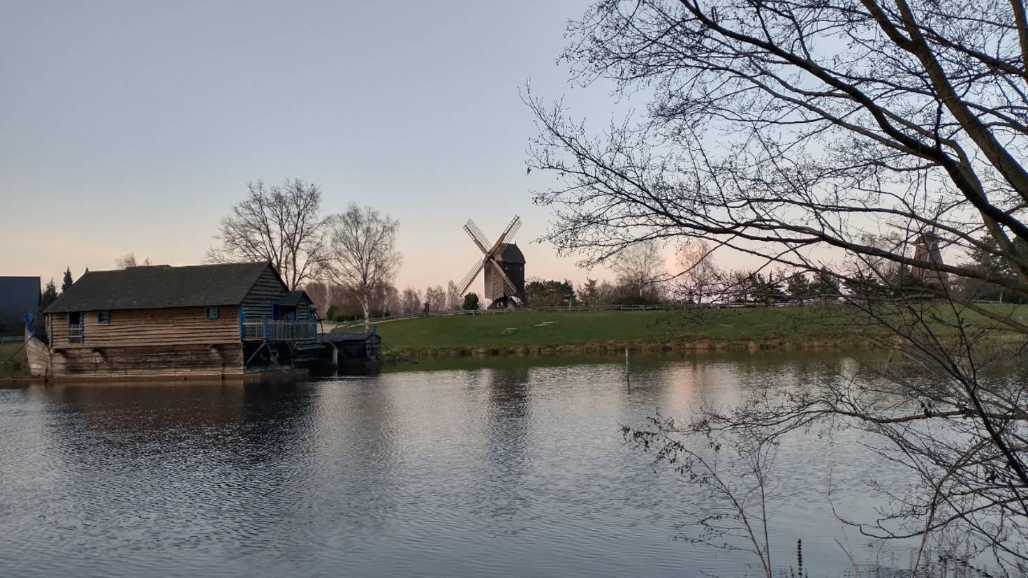 Die Mühle im Ultraweitwinkelformat.