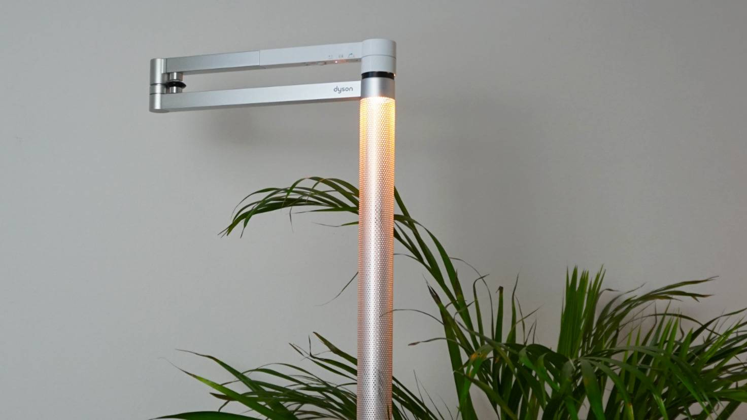 Dyson Lightcycle Morph mit pflanze