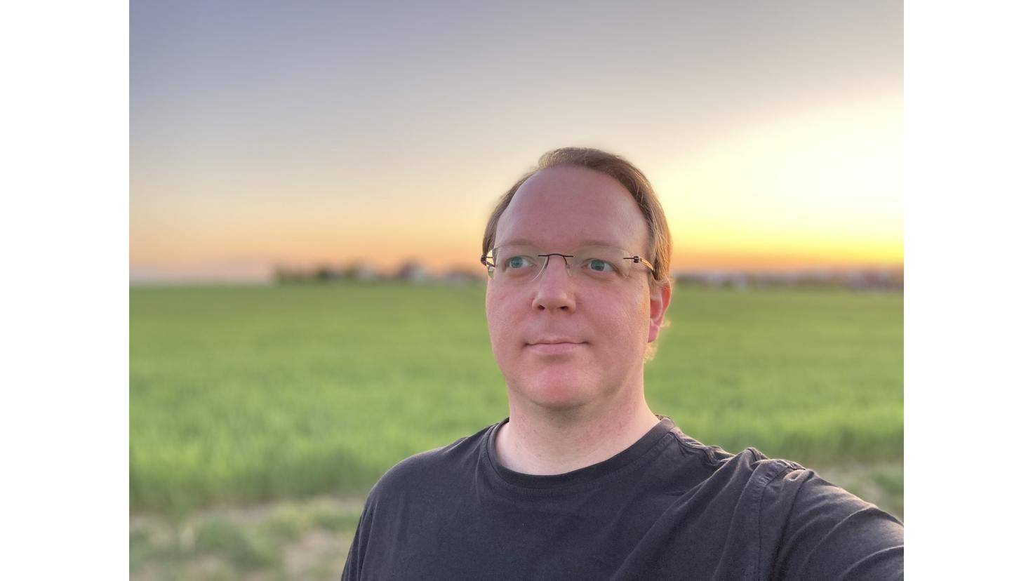 Bis zum Sonnenuntergang gelingen ordentliche Porträts mit der Hauptkamera.