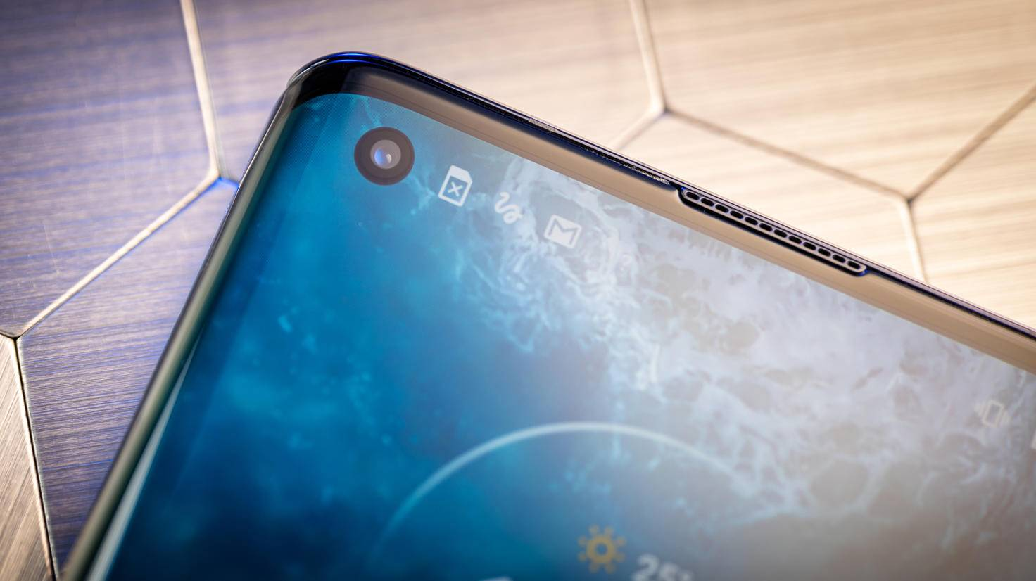 Motorola-Edge-11