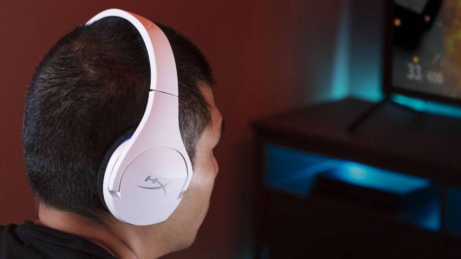 headset-cloud-stinger-core-wireless-ps4-lifestyle-ausschnitt