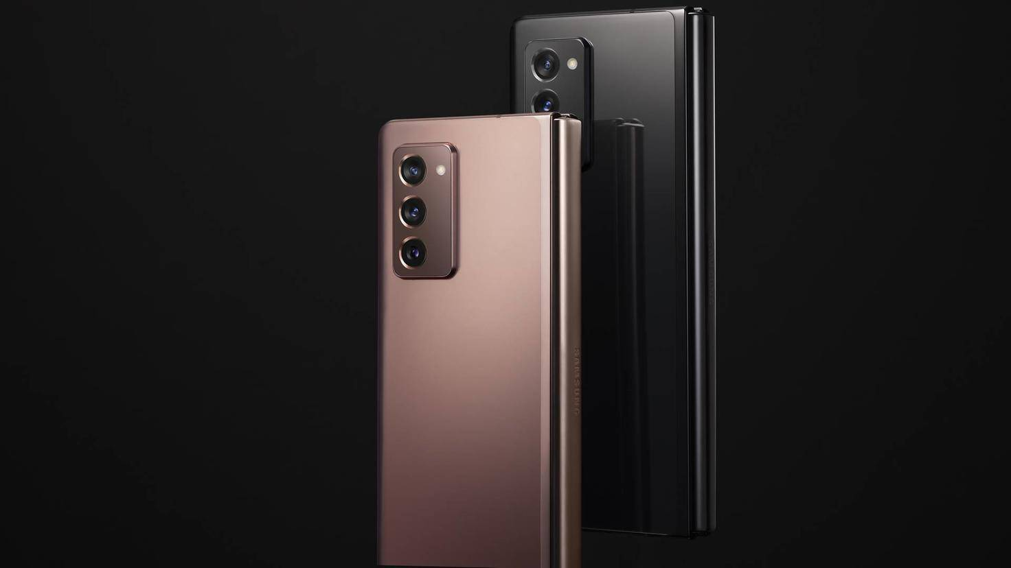 Samsung-Galaxy-Z-Fold-2-Lifestyle-04