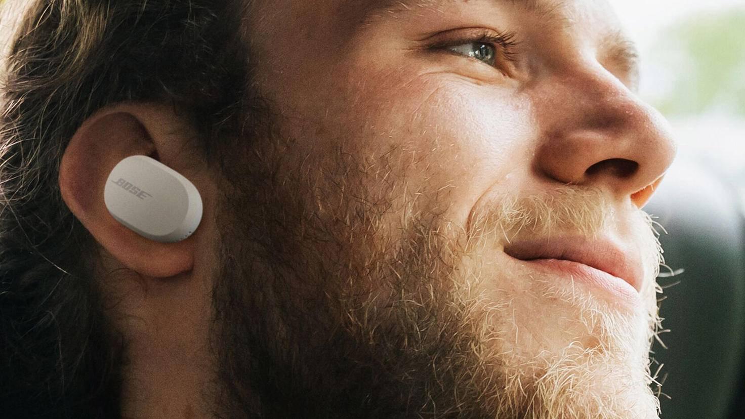 Die Bose-Kopfhörer müssen hingegen nach spätestens 16 Stunden wieder an die Steckdose.
