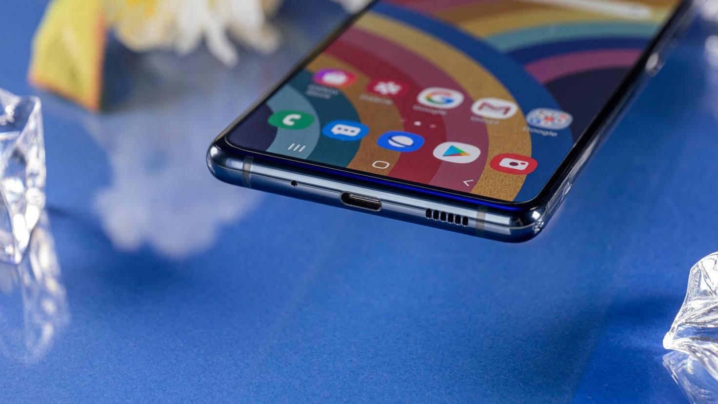 Samsung-Galaxy-S20-FE-01